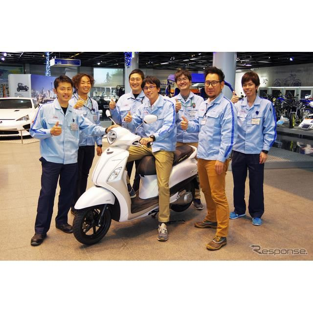 ヤマハ初のハイブリッドバイク「NOZZA GRANDE(ノザグランデ)」と開発メンバーの皆さん