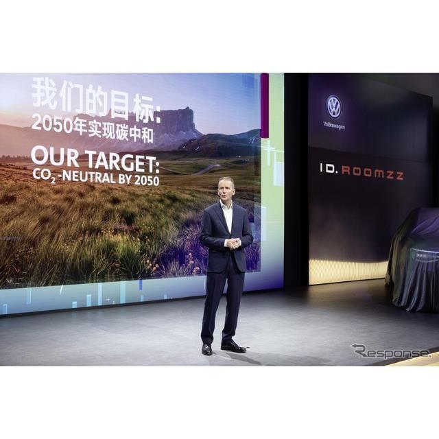 充電インフラ整備に向けた新しい合弁事業を立ち上げると発表したフォルクスワーゲングループのヘルベルト・ディースCEO(上海モーターショー2019)