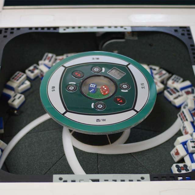 「デジタル点数表示付き全自動麻雀卓」