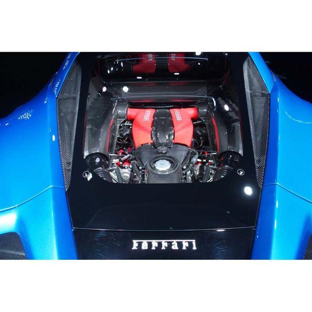 最高出力720ps、最大トルク770Nmを発生する3.9リッターV8ターボエンジンをリアミドに...