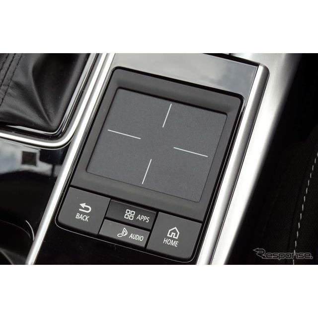 シフトレバー右横にあるタッチパッドコントローラー。AndroidAutoには非対応
