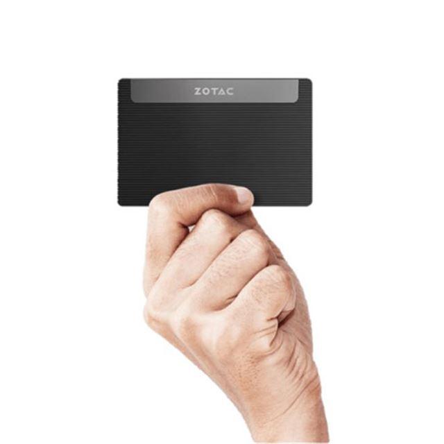 「胸ポケットに入る」極薄のカード型PCが税別29,800円で発売