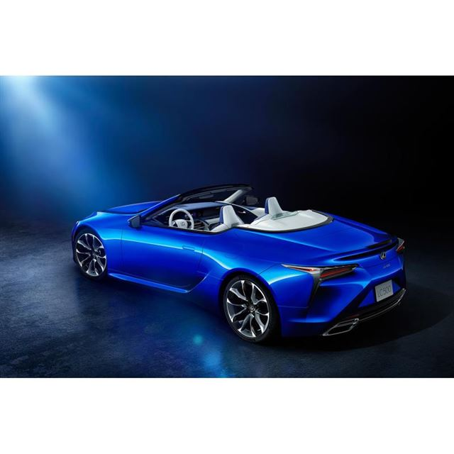 "「LC500コンバーチブル""ストラクチュラルブルー""」では、特別仕様車専用となる「ストラクチュ..."