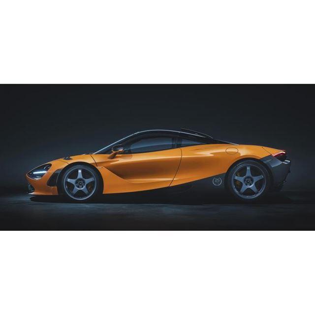 「マクラーレン・オレンジ」の「720Sルマン」。リアまわりを中心に車体の下部が「ウエノ・グレー...