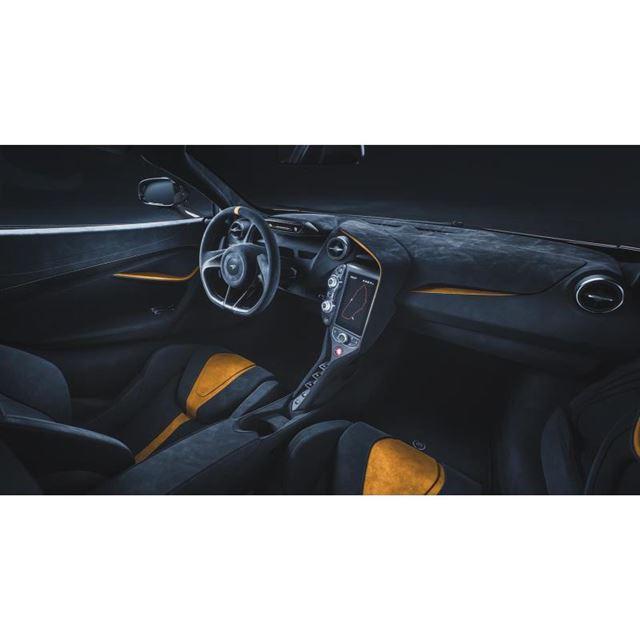インテリアカラーは、オレンジを差し色にしたもの(写真)とグレー基調のモノトーンが選べる。