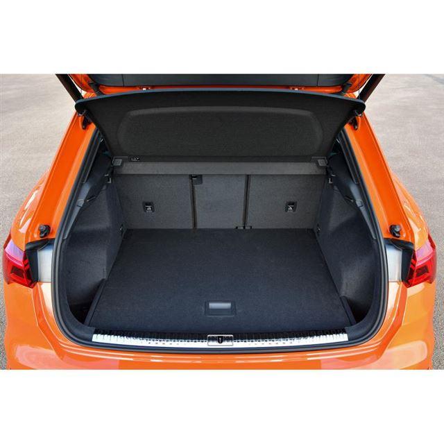 「Q3」の荷室。容量は5人乗車の通常使用時で530リッター。