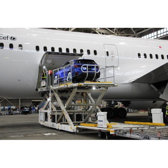 スバル・レヴォーグ新型発表、機体積み下ろしデモ
