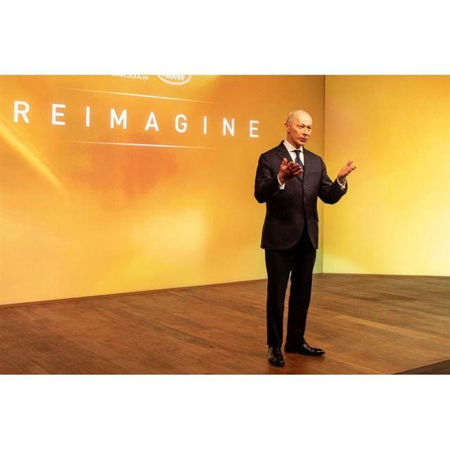 「Reimagine」を発表した英ジャガー・ランドローバーのティエリー・ボロレCEO。