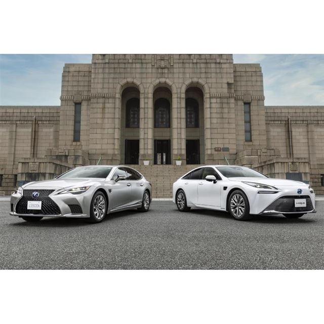 「レクサスLS」(写真左)と「トヨタ・ミライ」(同右)の「アドバンストドライブ」搭載車。