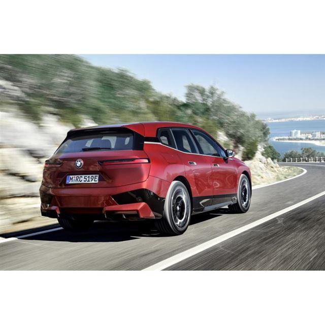 新型電気自動車「BMW iX」の「ローンチエディション」は、オンラインでのみ予約注文が行える。