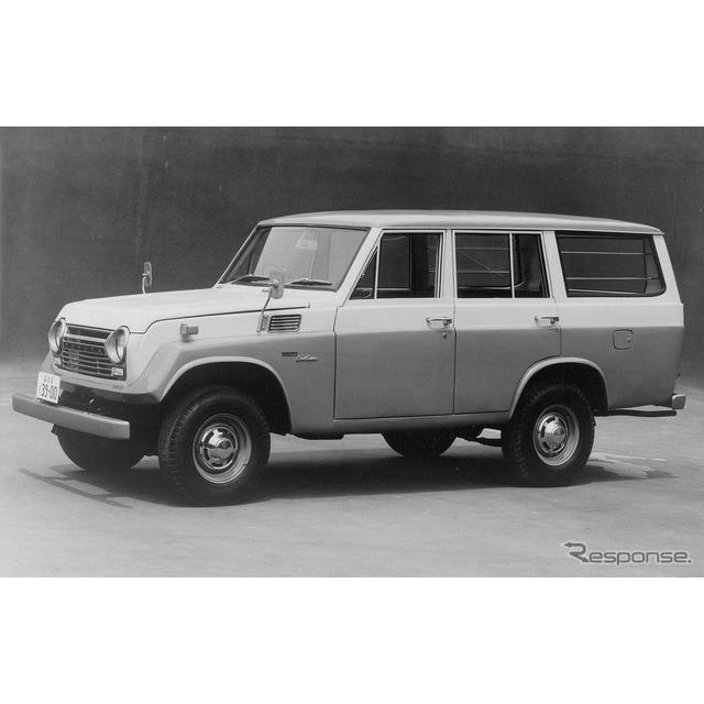 1967年:ランドクルーザー55型(ステーションワゴン)