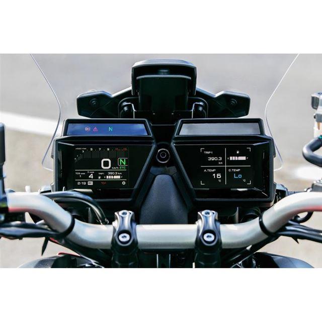 3.5インチのダブルTFTメーター。ETCカードの状態やクルーズコントロールシステムのセット速...