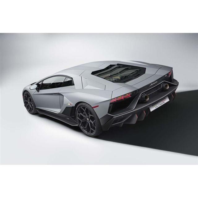 ランボルギーニが「アヴェンタドール」のファイナルモデルを発表