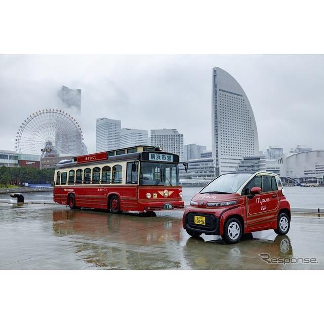 観光スポット周遊バスあかいくつ(左)とC+pod