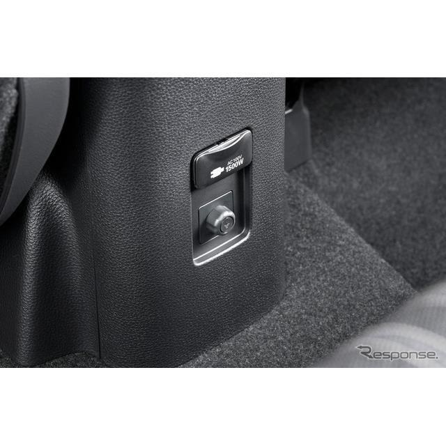 アクセサリーコンセント(AC100V・1500W/非常時給電システム付)。写真はZ、2WD