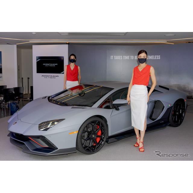 LP 780-4と女性モデルも撮影。