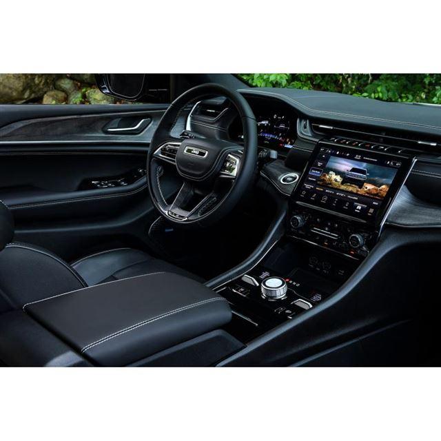「ジープ・グランドチェロキーL」は、レベル2の自動運転機能「アクティブドライビングアシスト」を...