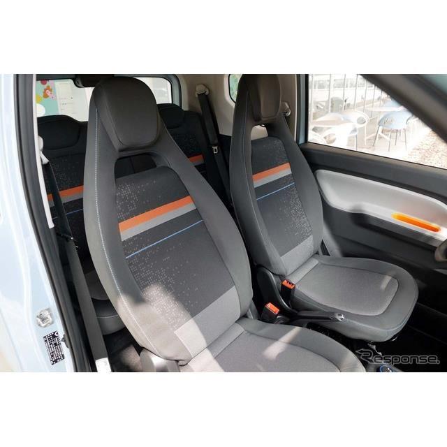 車幅が日本の軽自動車よりも広いため、フロントシートは結構余裕がある