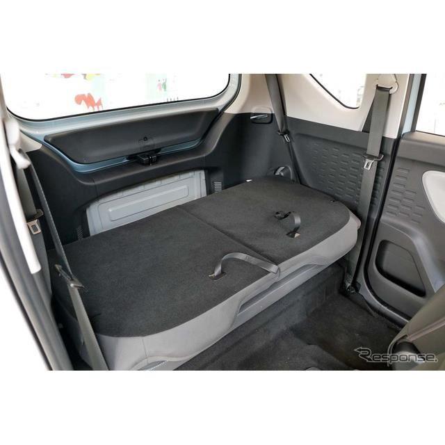 リアシートを畳むとカーゴスペースとして十分な広さが確保できる