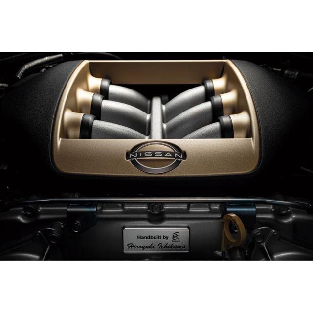 「GT-RプレミアムエディションT-spec」の3.8リッターV6ツインターボエンジン。最高出...