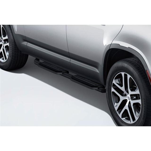 「ランドローバー・ディフェンダー」を真っ黒に仕立てた限定車「ダブルオーブラックエディション」登場