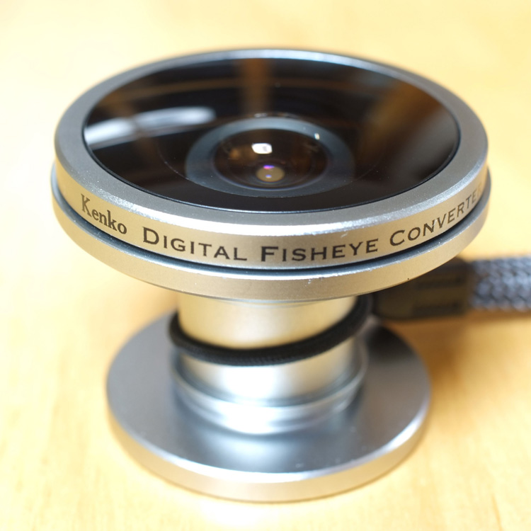 [KDF-025] コンパクトデジタルカメラ用全周魚眼コンバージョンレンズ。価格はオープン