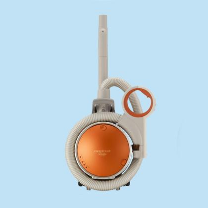[LAQURLIAIR TC-C3ZH] 3(トリプル)エアハウスダストクリーン機構/エアハウスダストクリーンふとんブラシを搭載したサイクロン式掃除機(吸引仕事率450W)。価格は92,400円(税込)