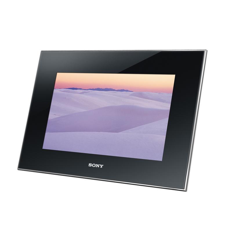 [DPF-X1000] 新開発の「TruBlackディスプレイ」を搭載した10.2型デジタルフォトフレーム。市場想定価格は40,000円前後