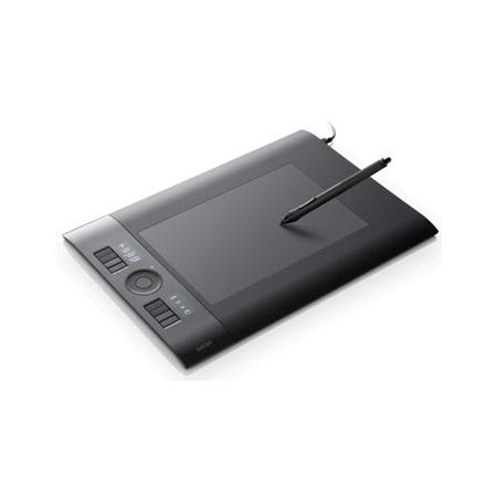 [Intuos4 Medium] 2048レベルの筆圧機能や有機ELディスプレイを搭載したプロフェッショナル向けグラフィックス用ペンタブレット(Medium)。直販価格は32,800円(税込)