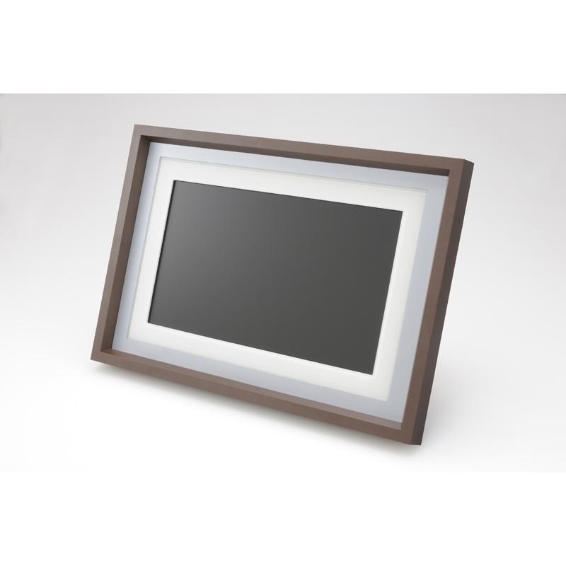 [EasyShare M1020] アスペクト比16:9の10型ワイド液晶ディスプレイを搭載したデジタルフォトフレーム。価格はオープン