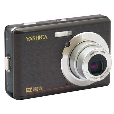 [YASHICA EZ F1233] 光学3倍ズームレンズや2.7型液晶モニターを搭載した薄型軽量デジタルカメラ(1200万画素)。市場想定価格は12,800円前後
