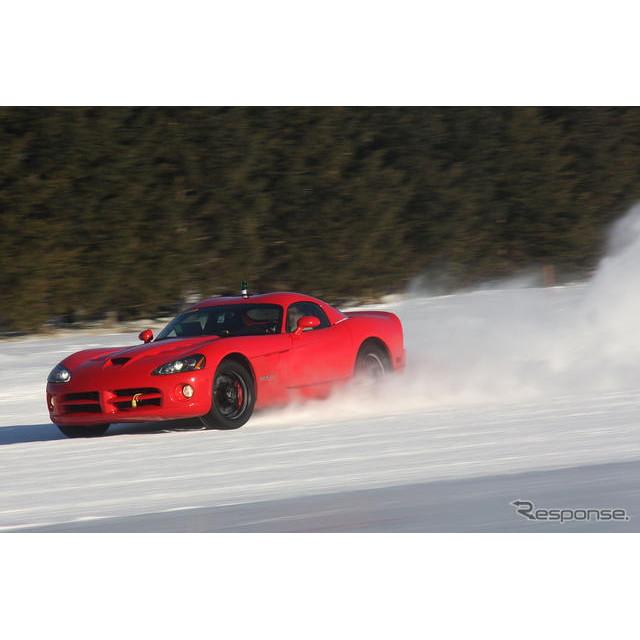 クライスラーグループが、現在開発中の次期ダッジ『バイパー』。同車が早ければ、11月にも初公開される可能...