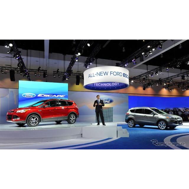 フォードモーターは16日、米国で開幕したロサンゼルスモーターショー11において、新型『エスケープ』を初公...