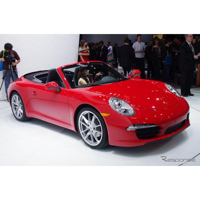 9日、米国で開幕したデトロイトモーターショー12。ポルシェブースの主役は、新型『911』のオープンモデル、...