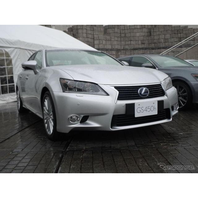 トヨタ自動車の新型レクサス『GS』のハイブリッドモデルは、JC08モード燃費が18.2km/リットルと先代に比べ...