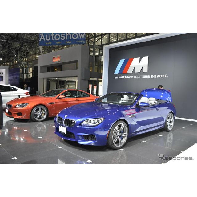 4日、米国で開幕したニューヨークモーターショー12。BMWブースの主役は、新型『M6コンバーチブル』(日本名...