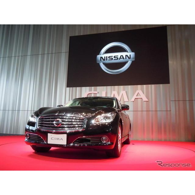 日産自動車の片桐隆夫副社長は25日発表した新型『シーマ』について初年度2000台の販売を計画していることを...