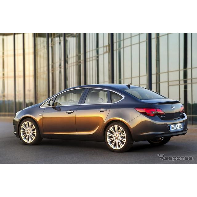 GMの欧州部門のオペルは6日、8月末にロシアで開幕するモスクワモーターショー12において、新型車の『アスト...