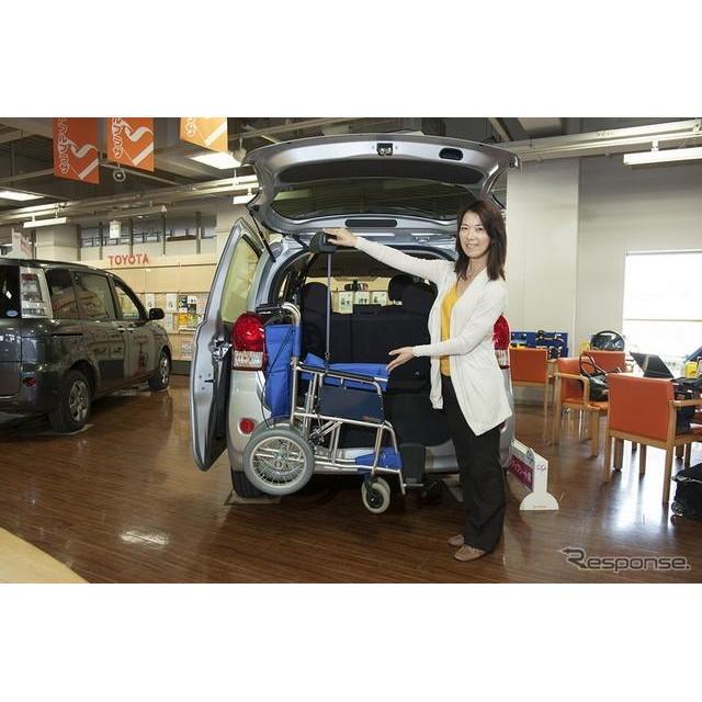 トヨタ ポルテ 助手席リフトアップシート+手動車いす用収納装置(電動式)
