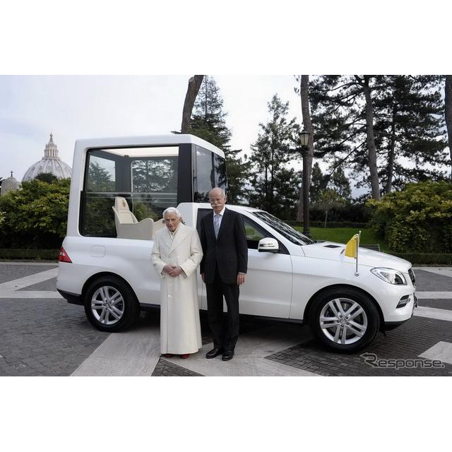 ドイツの自動車大手、ダイムラーは12月7日、ローマ教皇ベネディクト16世の公用車として、特別な新型メルセ...