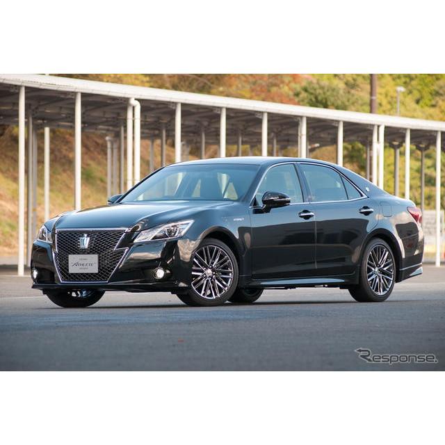トヨタ自動車は12月25日、フルモデルチェンジした新型『クラウン』(ロイヤルシリーズ、アスリートシリーズ...