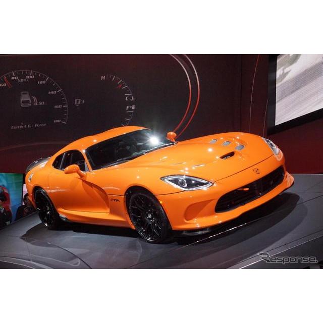 3月27日、米国で開幕したニューヨークモーターショー13。米国の自動車大手、クライスラーグループのSRTブラ...