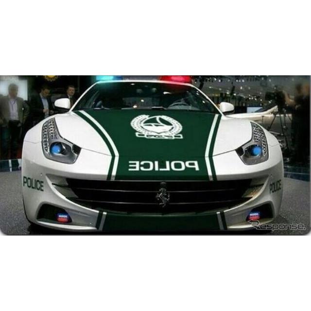 イタリアのスーパーカーメーカー、ランボルギーニの最新作、『アヴェンタドールLP700-4』が中東ドバイの警...