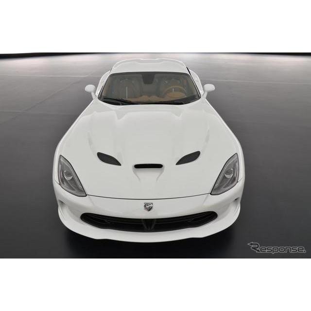 クライスラーグループのSRTブランドのスポーツカーとして、誕生した新型『バイパー』。同車にチャリティ用...