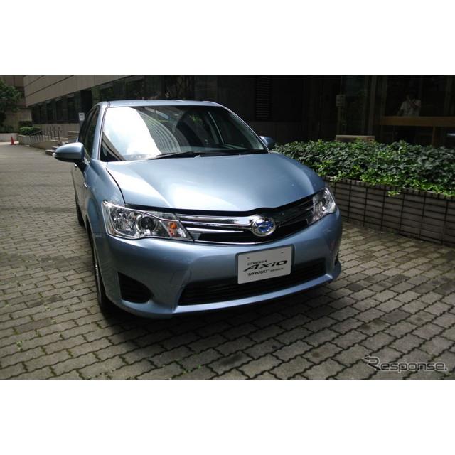 トヨタ自動車は8月6日、『カローラアクシオ』と『カローラフィールダー』にハイブリッド車を追加設定し、発...