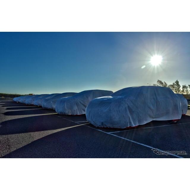 英国サンダーランド工場にカバーをかけた状態で並べられた新型キャシュカイ