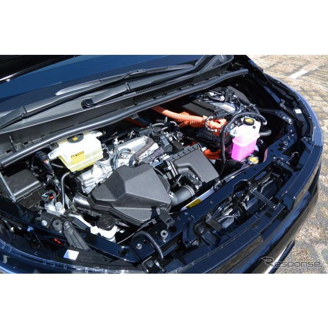 トヨタ自動車の新型『ノア』、『ヴォクシー』には、3代目で初めてハイブリッド仕様車が設定された。チーフ...