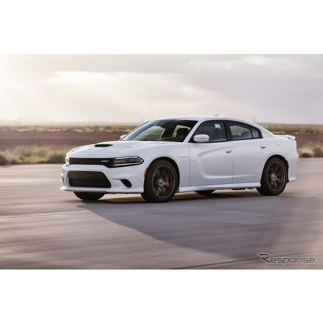 米国の自動車大手、クライスラーグループのダッジブランドは8月13日、2015年モデルの『チャージャー』に、...