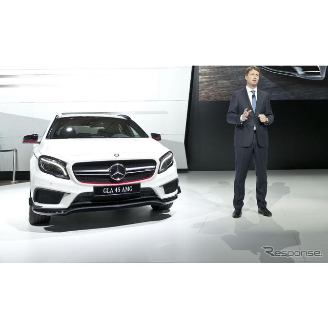 ドイツの高級車メーカー、メルセデスベンツは8月27日、ロシアで開幕したモスクワモーターショー14において...