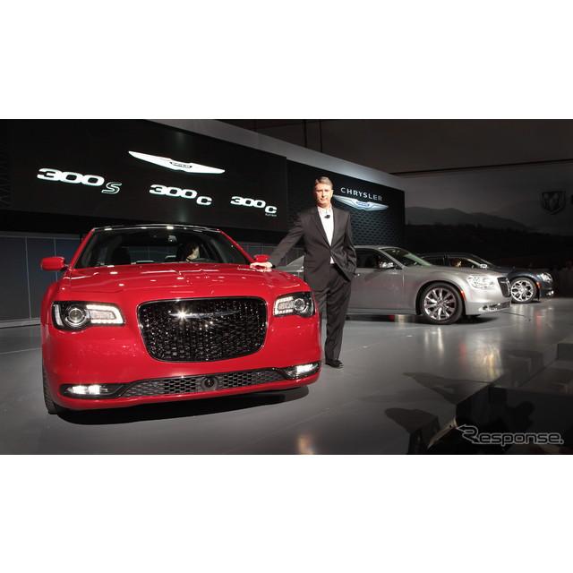 米国の自動車大手、クライスラーグループが11月18日、ロサンゼルスモーターショー14で初公開したクライスラ...